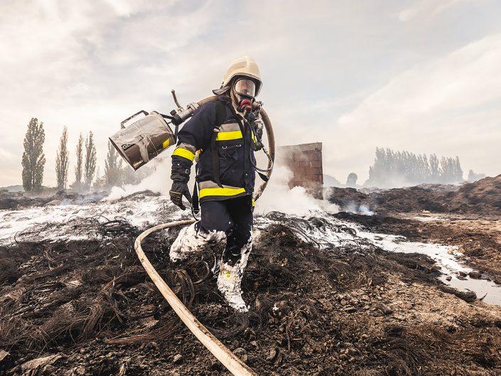 Pożar hali w Leśnicy